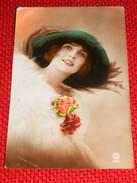 FANTAISIES - FEMMES -   Elégante Jeune Femme Au  Manteau De Fourrure -  1924 - Vrouwen