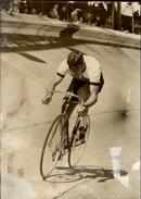 PHOTO - Photo De Presse - CHARLY GROSSKOST - Champion Cycliste - Parc Des Princes - 1967 - Cyclisme