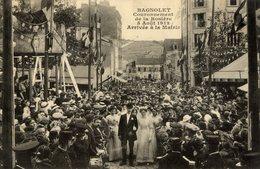93 BAGNOLET Couronnement De La Rosière 5 Aout 1912,Arrivée à La Mairie ,très Animée - Bagnolet