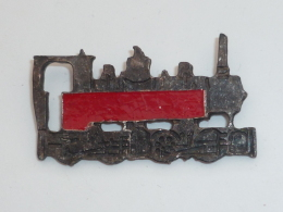 Pin's LOCOMOTIVE ANCIENNE ROUGE - TGV