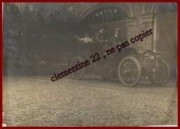 Sedan *  Photographie 17.5 Cm X 12.5 Cm Qui à Servie Pour La Carte Photo Lire Dos  * ( Voir Scan Recto Et Verso ) - Sedan