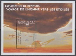 Sheet II, Malagasy Sc1550 Space Achievement, Huygens Probe Approaching Titan, Espace - Space