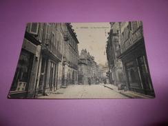 82 - CPA , Nevers , La Rue Saint-Etienne - Nevers