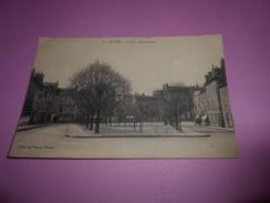 83 - CPA , Nevers , La Place Saint-Laurent - Nevers