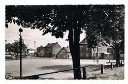 CPSM 02 BOUE La Place Et Le Tissage - Autres Communes