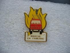 Pin's Du Camion à Grande échelle Des Sapeurs Pompiers De La Ville Belge De Marche En Famenne - Firemen