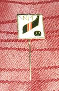 HOCKEY WORLD CHAMPIONSHIP VIENNA 1977. ORIGINAL VINTAGE PIN BADGE - Wintersport