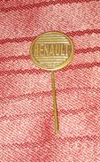 RENAULT, ORIGINAL VINTAGE METAL PIN BADGE - Renault
