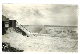 15684  Cpa   ONIVAL  : L'Escalier De Descente Pendant La Tempête  !    Carte Photo 1956   ,  ACHAT DIRECT !! - Onival