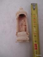 Objet De Pieté Petite Ste  Vierge Dans Son étuis Abimé  (objet Qui A Fait 14/18) Pour La Priere Du Soldat - 1914-18