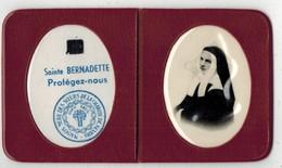 IMAGE PIEUSE HOLY CARD SANTINI HEILIG PRENTJE RELIQUIA TISSU Avec Photo Sainte Bernadette Protégez Nous Nevers Etui Cuir - Devotion Images