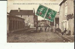 Neuvelle-les-la-Charité  70    La Place De La Fontaine Bien Animée-Attelage Et Epicerie - Autres Communes