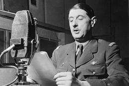 Militaria WW2 - Le Général De Gaulle Lit Un Message à La BBC - 1939-45
