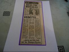 AUTOGRAPHE DE JOCELYNE BOISSEAU DÉDICACÉ ET AUTHENTIQUE SUR COUPURE DE PRESSE COLLÉE SUR GRD CARTON BRISTOL (V. Descr.) - Autographs
