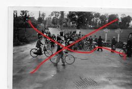 Photo MONTREUIL SUR MER BEAURAINVILLE Réfugiés Mai Juin 1940 Soldats Allemands Cyclistes