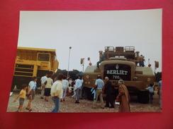 Fondation De L'Automobile Marius Berliet 13 & 14/9/1986 Visiteurs Devant Le T 100  BERLIET     TB - Cars
