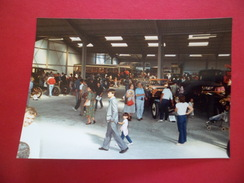 Fondation De L'Automobile Marius Berliet Journées Portes Ouvertes Au Montélier 13 Et14 /9/1986 Visiteurs Dans Le Hall TB - Cars