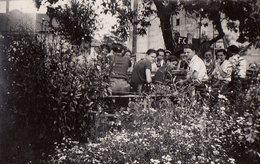 Photo Originale Déjeuner Entre Copains à L'Auberge De Saumur ( Maine-et-Loire ) 49400, En Juillet 1937 - Lieux