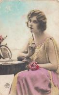 Grusskarte Hübsche Junge Frau, Karte Auf Rückseite Fleckig - Frauen