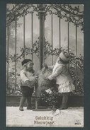Bonne Année. Enfants Avec Sacs D'argent. Photo R&K, 3943 - 2 Scans. - Monnaies (représentations)