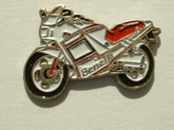 PIN´S MOTO - BENELLI 125 JARNO - Motorbikes
