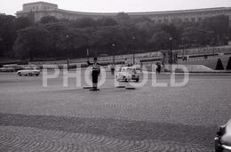 1963 PLACE VARSOVIE PARIS FRANCE 35mm  AMATEUR NEGATIVE NOT PHOTO NEGATIVO NO FOTO VOITURE FIAT 500 PANHARD PL JAGUAR MK - Other