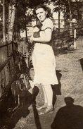 Photo Originale Jeune Femme Au Lapin Et Ombre Du Photographe - Personnes Anonymes