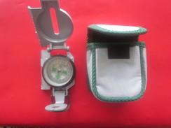 BOUSSOLE DE POCHE FLUO  BOITIERet ECRAN +VISEUR >>avec Son étui Militaria - Compass - Autres Collections