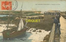 85 Les Sables D'Olonne, Barque à La Côte, Carte Toilée Colorisée Affranchie 1910 - Sables D'Olonne