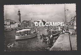 DF / 30 GARD / LE GRAU-DU-ROI / LES DEUX RIVES, LE PHARE ET LE BATEAU PROVIDENCE / ANIMÉE / CIRCULÉE EN 1952 - Le Grau-du-Roi