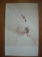 (carte-photo, Alpinisme) Cordée Sur Un Glacier. Carte Neuve, Vers 1910. Etat SUP. - Alpinisme