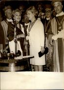 PHOTO - Photo De Presse - Marcelle AUCLAIR - Catherine LANGEAIS - Télévision - 1964 - Clos Vougeot - Confrérie - Célébrités