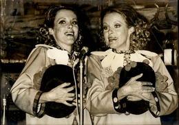 PHOTO - Photo De Presse - Alice Et Hélène KESSLER - Artistes - LIDO - 1972 - Célébrités