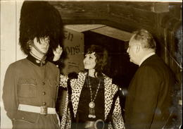 PHOTO - Photo De Presse - BRUNO COQUATRIX - Inauguration Pub - 1971 - Célébrités