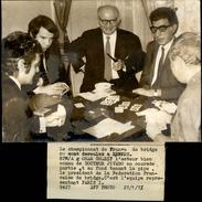 PHOTO - Photo De Presse - Acteurs - OMAR SHARIF - Championnat De France De Bridge à RENNES - 1971 - Célébrités