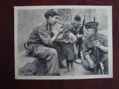 CP Ce Jeune Mulsulman Est Devenu Le Camarade De Ces Trois Soldats - Guerra 1939-45