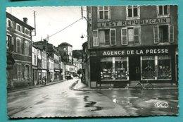 55 - Cpsm SAINT MIHIEL Meuse  RUE DES CARMES - Agence De Presse - Commerces - Non écrite - 2 Scans - édit Rec - Saint Mihiel