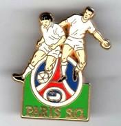 PIN´S FOOT PARIS SG SIGNE ARTHUS BERTRAND - Football