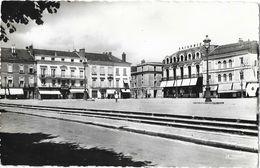 Cholet (Maine Et Loire) - Place Travot, Commerce (Prisunic) - Carte La Cigogne - Cholet