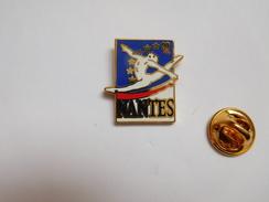 Superbe Pin's , Championnats D'Europe De Gymnastique Artistique Féminine 1992 , Nantes - Gymnastiek
