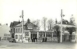 -dpts Div.-ref-NN923- Eure - Gisors -place De La Gare - Bar R. Levast - Garage Simca - Pub Societe Generale - Cafe - 2CV - Gisors