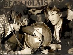 PHOTO - Photo De Presse - Chanteur - RIKA ZARAI - Chanteuse - SERGE LAMA - Beaujolais Nouveau - 1974 - Célébrités