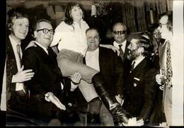 PHOTO - Photo De Presse - Chanteur - JANE BIRKIN - Bruxelles - Haltérophile Serge Reding - 1973 - Célébrités