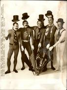 PHOTO - Photo De Presse - Chanteur - LES FRERES JACQUES - 1974 - Célébrités