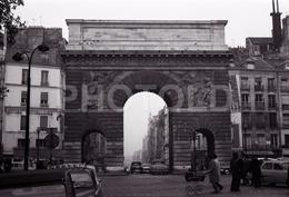1963 PORTE ST DENIS PARIS FRANCE 35mm  AMATEUR NEGATIVE NOT PHOTO NEGATIVO NO FOTO RENAULT FREGATE - Other