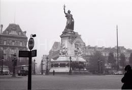 1963 PLACE REPUBLIQUE PARIS FRANCE 35mm  AMATEUR NEGATIVE NOT PHOTO NEGATIVO NO FOTO BUS - Other