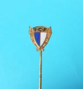 FC FAMALICAO - Portugal Football Soccer Club Old Enamel Pin Badge Fussball Futebol Clube Calcio Anstecknadel Distintivo - Football