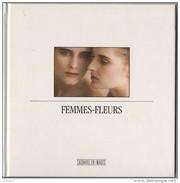 Achat Immédiat   Carnet  Bloc  Notes  Livre CACHAREL   Femmes Fleurs   1990 Sous Cello - Catalogues