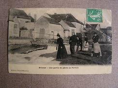Carte Postale Ancienne 89 Yonne Brienon Sur Armancon Animée Une Partie De Peche Au Pertuis