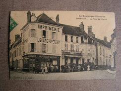 Carte Postale Ancienne 89 Yonne Brienon Sur Armancon Animée La Place Du Marché Librairie Papeterie Reliure - Brienon Sur Armancon